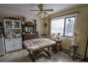Sicamous - 5 Suite House in Great Rental Location