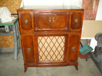 Antique radio phonograph