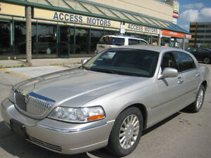 2005 Lincoln Town Car, Limited, Leather, Sunroof, Very Clean