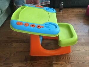Kids plastic art desk