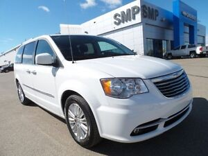 2015 Chrysler Town & Country Premium, sunroof, dual DVD, rem. st