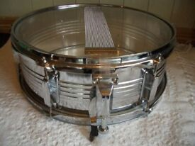 FULL SIZE AND SHINY METAL SNARE DRUM