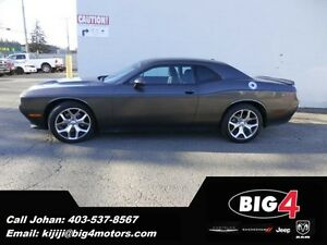 "2015 Dodge Challenger SXT Plus, 305HP V6, Leather, 20"" wheels"