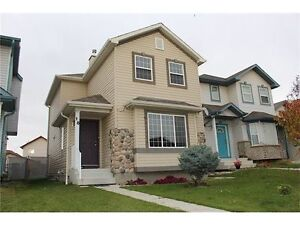 Beautifully maintained 2-storey House for rent in Saddleridge
