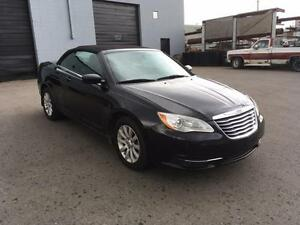 2011 Chrysler 200 Convertible  -FINANCING AVAILABLE! 7809182696