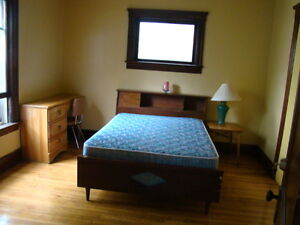 Extra large room for Student Rental