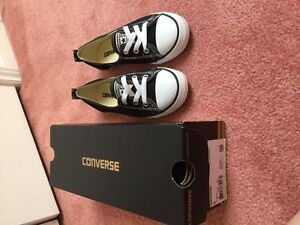 Women Black & White Converse Sneakers Mint Condition Shoes!