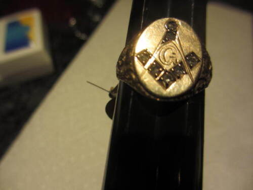 Masonic Ring  10 kt Solid Yellow Gold  6 diamonds  solid back