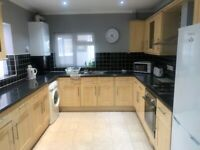 Double room in shared house TO LET Kingsland Ave E13 9SU