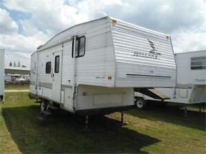 2004 Mallard 24 5M- 24' 5th wheel with Slideout- Sleeps 6