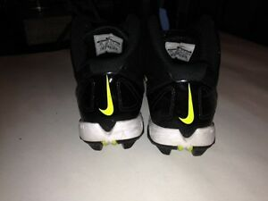 Football Nike shoes and McDavid paded shirt Gatineau Ottawa / Gatineau Area image 3