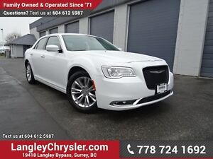 2016 Chrysler 300 Touring ACCIDENT FREE w/ LEATHER & PANORAMI...