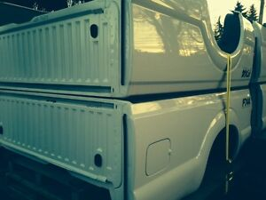 NEW TAKE OFF FORD SUPER DUTY 8 FT BOX