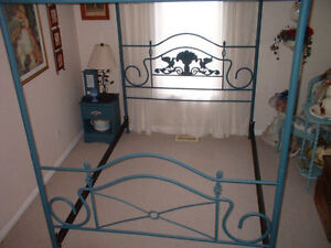 VINTAGE VICTORIAN QUEEN SIZE CANOPY BED London Ontario image 5