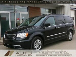2015 Chrysler Town & Country *** FULLY LOADED *** ONLY 13,000 KM