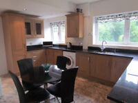 Stunning DESIGNER DOUBLE bedroom , BROMLEY - TRULY NICE HOUSE WITH GOOD PEOPLE - COUPLE WELCOME