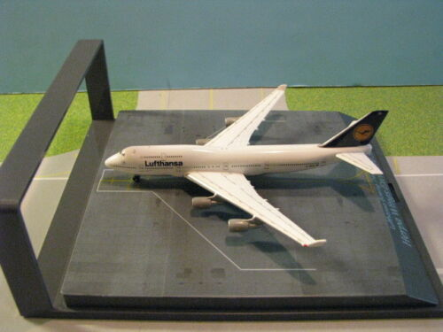 "HERPA WINGS LUFTHANSA ""BERLIN"" 747-400 WITH DISPLAY CASE 1:500 SCALE DIECAST"