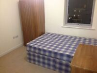 BEAUTIFUL MODERN DOUBLE BEDROOM IN 3 BEDROOM FLAT -MILE END - ZONE 2 - ALL INCLUSIVE