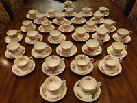 COLLECTION: Cups and saucers / Tasses et soucoupes  Crown Essex,