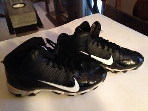 Football Nike shoes and McDavid paded shirt Gatineau Ottawa / Gatineau Area image 5