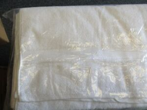 Spa table sheets, Towels,Luxury 100% cotton Bath robes London Ontario image 4