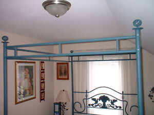 VINTAGE VICTORIAN QUEEN SIZE CANOPY BED London Ontario image 6