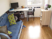 £260 / w- One double bedroom flat with open-plan kitchen/reception room