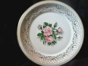 22 KT. Tudor rose dinner/display plates/saucer