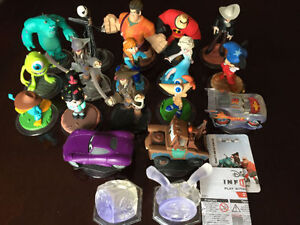20 DISNEY INFINITY CHARACTERS, 2.0 GAME, POWER DISCS & PLAYSETS