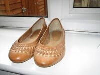 Office basket weave shoes size 5 Leather