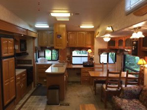 Fifth wheel Montana Big Sky 32 pieds sur site
