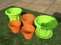 Five lime green & orange plastic plant pots to suit patio terrace balcony garden job lot