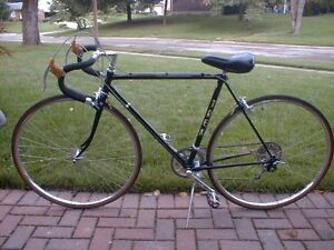 Mens Vintage Road Bike - for short rider
