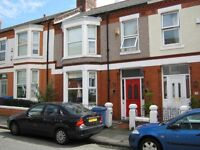 Double room with separate study/dressing room. Quality house adjacent to Allerton Road L18