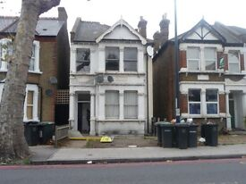 large ground floor studio flat available. Part housing benefit welcome.