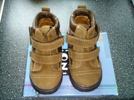 brand new boys Noel boots size 5.5