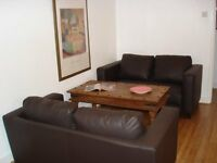 Amazingly large sunny double room in Greenwich house share for young graduates/professionals