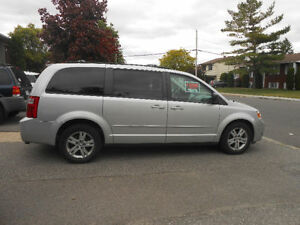 2008 Dodge Caravan sxt Minivan, Van stow and go