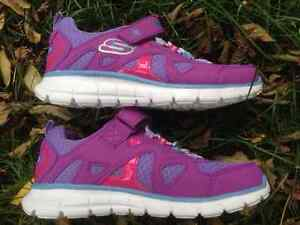 New SKECHERS Girls Purple Pink Velcro Flex Sole Shoes - Size 1 Cambridge Kitchener Area image 2