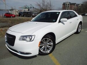 2016 Chrysler 300 Touring V6 (NAVIGATION, PANORAMIC ROOF, R/CAM)