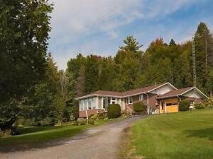 Beautiful 3 Bdrm Country House w/ Barn, 8 Acres, and Views