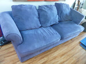 Great Compact Pull-Out Couch!  Selling Cheap!  Must Move!