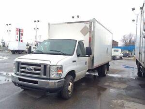 A vendre un camion Ford cube 16 pied