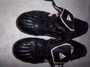 Girls Addidas Soccer Cleats, Size 4 Kitchener / Waterloo Kitchener Area image 3