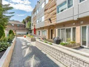 Hip Townhouse In The Heart Of Artsy Dundas West. Modern