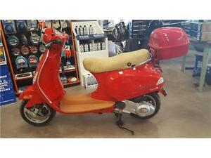 Piaggio Vespa Scooter - MINT CONDITION!! Includes add-on's