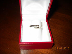 Peoples Jewelers 3 Diamond 14K White Gold Ring --Size 6