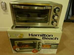 HAMILTON BEACH 6-SLICE CONVECTION TOASTER OVEN ($10.00)