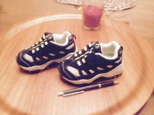 SNEAKERS  size 5m.