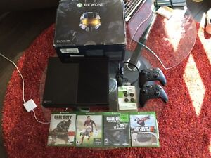 Xbox one 500MB Good Condition OBO 4 games  included $360